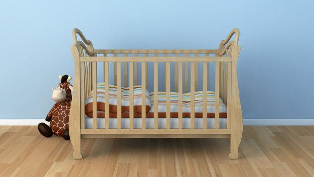Einjähriger Bub lag leblos in seinem Bett (Bild: thinkstockphotos.de)