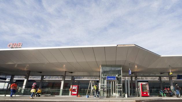 Am Bahnhof in Schladming klickten für den 48-Jährigen die Handschellen. (Bild: APA/EXPA/MARTIN HUBER)