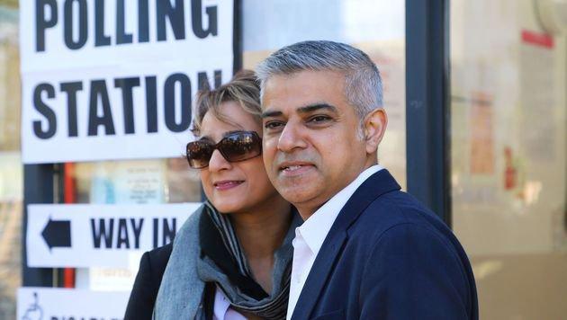 Londons neuer Bürgermeister Sadiq Khan mit Ehefrau Saadiya (Bild: ASSOCIATED PRESS)