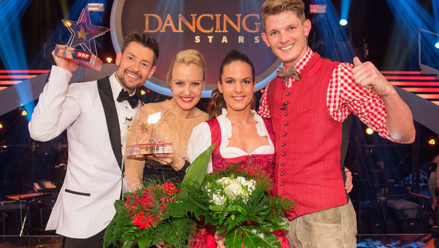 Verena Scheitz mit Florian Gschaider sowie Thomas Morgenstern mit Roswitha Wieland (Bild: ORF)