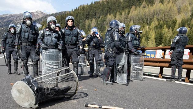 Brenner: Wüste Ausschreitungen an unserer Grenze! (Bild: APA/EXPA/ JOHANN GRODER)