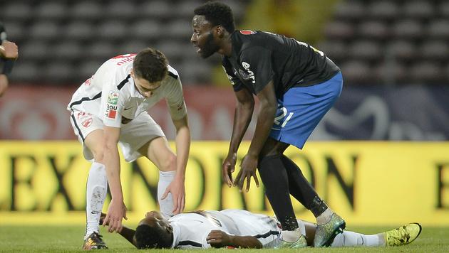 Am Platz zusammengebrochen: Fußballer Ekeng tot (Bild: AP)