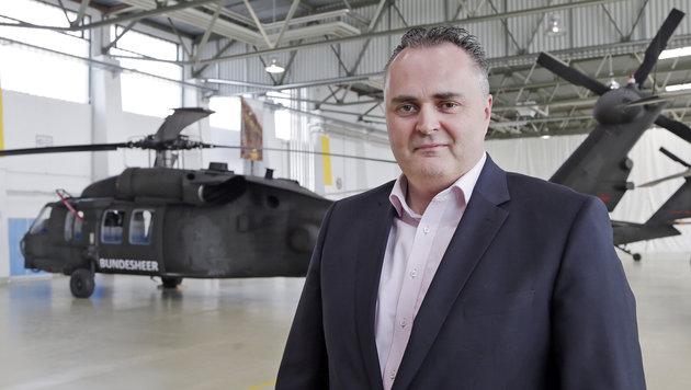 Verteidigungsminister Hans Peter Doskozil investiert 70 Millionen Euro in die Black-Hawk-Flotte. (Bild: Klemens Groh)