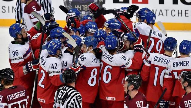 Tschechien schafft erst im Penaltyschießen 2. Sieg (Bild: APA/AFP/YURI KADOBNOV)