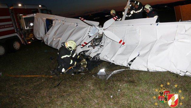 Zwei Tote bei Flugzeugabsturz in Wr. Neustadt (Bild: PRESSETEAM DER FEUERWEHR WIENER NEUSTADT)