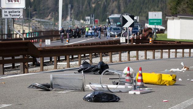 Brenner: Wüste Ausschreitungen an unserer Grenze! (Bild: APAJOHANN GRODER)