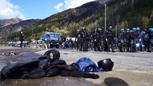 Brenner: Wüste Ausschreitungen an unserer Grenze! (Bild: AFP)