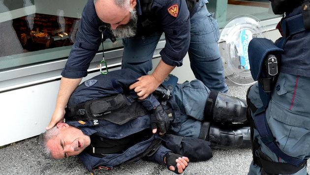 Brenner: Wüste Ausschreitungen an unserer Grenze! (Bild: AP)