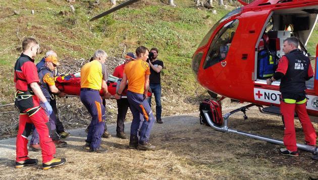 Nach stundenlanger Suche fanden die Einsatzkräfte den abgestürzten Gleischirm-Piloten. (Bild: APA/BERGRETTUNG WAGRAIN)