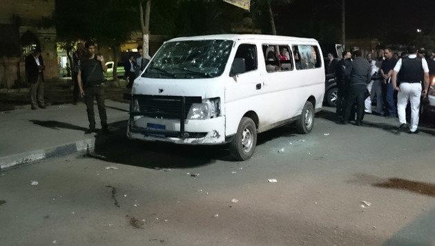 In diesem von Kugeln durchl�cherten Fahrzeug waren die Polizisten unterwegs. (Bild: ASSOCIATED PRESS)
