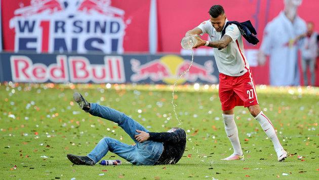 RB Leipzigs Rangnick bei Aufstiegsparty verletzt (Bild: APA/dpa-Zentralbild/Jan Woitas)