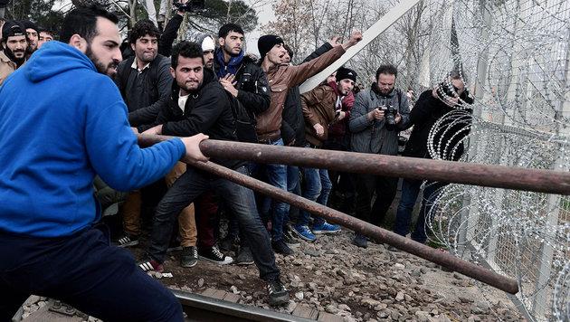 """Frauenbild der Migranten verhindert Integration"" (Bild: AFP/LOUISA GOULIAMAKI)"