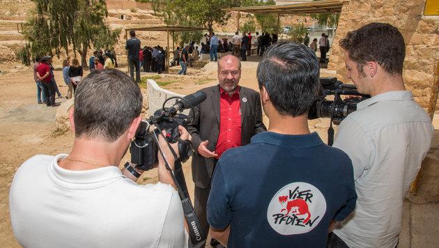 """Vier Pfoten""-Gründer Heli Dungler in Jordanien (Bild: Vier Pfoten/Tibor Rauch)"