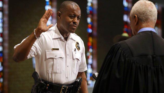 Ferguson hat nun einen schwarzen Polizeichef (Bild: AP)
