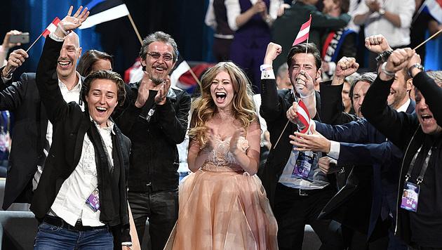 Zoe freut sich über ihren Einzug ins Song-Contest-Finale. (Bild: AP)