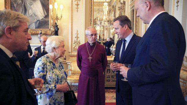 Cameron (zweiter von rechts) bei jenem Empfang der Königin, bei dem seine Äußerung fiel (Bild: Associated Press)