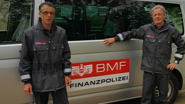 Die Finanzpolizisten Eroll Fellner und Michael Schützner (Bild: Finanzpolizei)