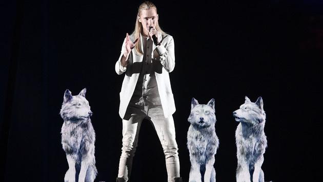 """Angezogen und ohne lebende Wölfe performt Ivan """"Help You Fly"""" für Weißrussland. (Bild: AP)"""