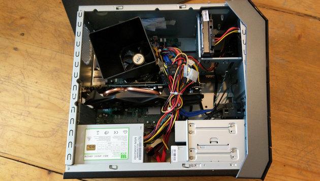 Viel Platz bietet der Medion-PC nicht: Einen RAM-Riegel und zwei Festplatten kann man noch einbauen. (Bild: Dominik Erlinger)