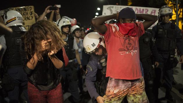 Rousseff-Anh�nger und Polizei gerieten aneinander. (Bild: AP)