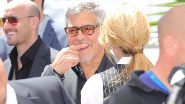 Schnittlauch zwischen den Zähnen, Herr Clooney ? (Bild: Starpix/Alexander TUMA)