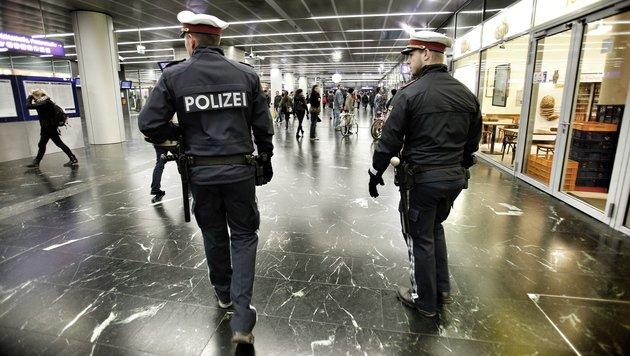 Duo schlug Kopf von Opfer gegen Wand - Fahndung (Bild: Reinhard Holl)