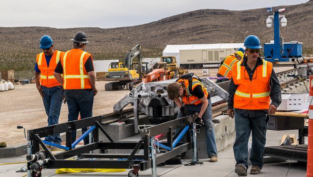 Sausefahrt im Wüstensand: Hyperloop im ersten Test (Bild: Hyperloop One)