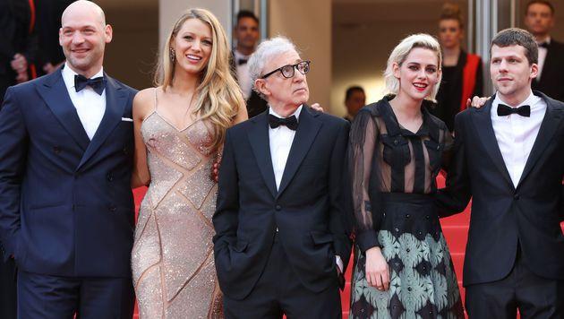 Woody Allen mit Corey Stoll, Blake Lively, Kristen Stewart und Jesse Eisenberg (Bild: APA/AFP/VALERY HACHE)