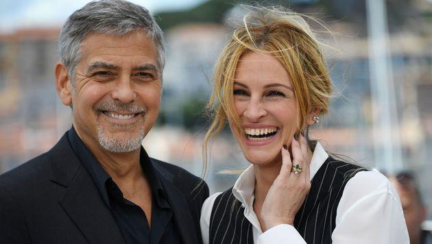 Die zwei verstehen sich: George Clooney und Julia Roberts (Bild: APA/AFP/ANNE-CHRISTINE POUJOULAT)