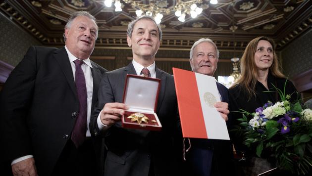Marcel Koller erhält Wiens Goldenes Ehrenzeichen (Bild: APA/GEORG HOCHMUTH)