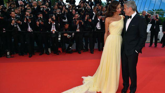 Turtelten am roten Teppich: Amal und George Clooney (Bild: AFP)