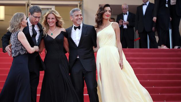 Jodie Foster, Tom Rothman, Julia Roberts, George und Amal Clooney (Bild: AP)