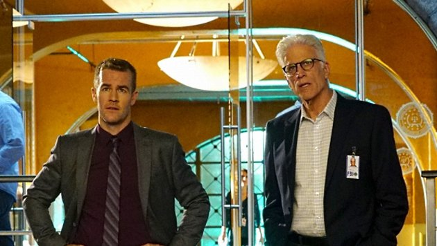 James Van Der Beek und Ted Danson (Bild: CBS)