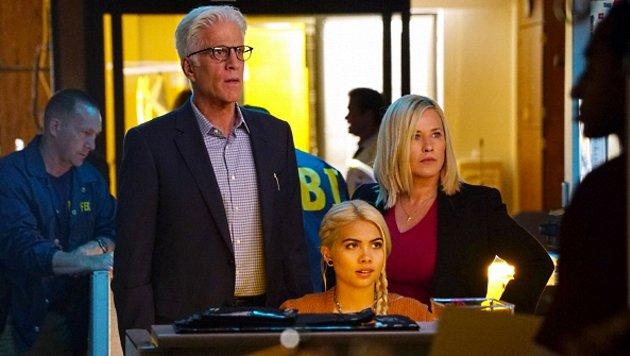 """Ted Danson, Patricia Arquette und Hayley Kiyoko in """"CSI: Cyber"""" (Bild: CBS)"""
