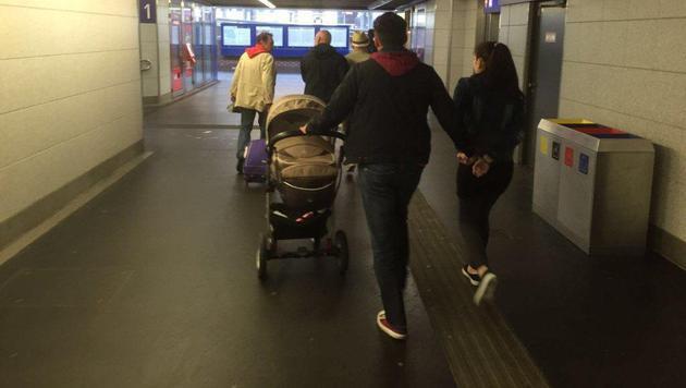 Die Verdächtigen werden abgeführt. (Bild: BPD Wien)