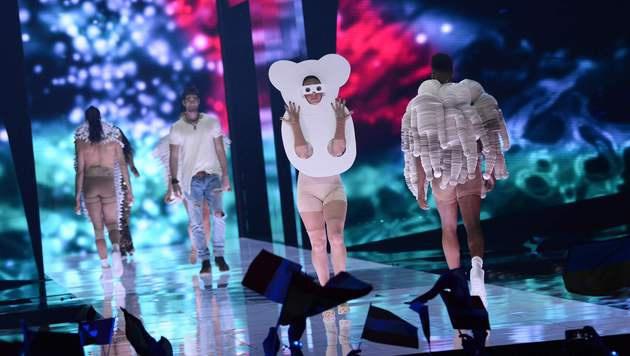 Zur Eröffnung des 61. Song Contest gab es eine bunte Modenschau. (Bild: AFP)