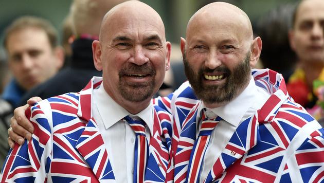 Auch die britischen Fans sind schon voller Vorfreude. (Bild: AP)