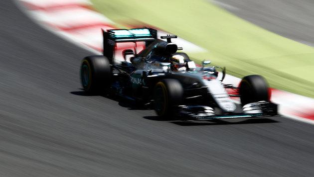 Hamilton braust in Barcelona überlegen zur Pole (Bild: AP)