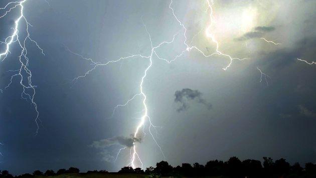 29-jähriger Kärntner von Blitz getroffen (Bild: APA/dpa/dpaweb (Symbolbild))