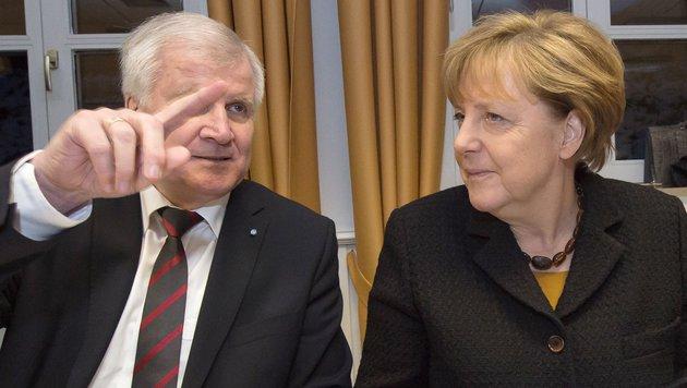 "Seehofer kontra Merkel: ""Arbeit machten andere"" (Bild: APA/AFP/dpa-Pool/Peter Kneffel)"