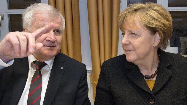 Seehofer pfeift auf Merkels CDU-Parteitag (Bild: APA/AFP/dpa-Pool/Peter Kneffel)