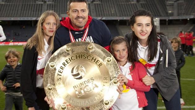 Bei der Meisterparty war natürlich auch die Familie von Salzburg-Trainer Óscar Garcia dabei. (Bild: Andreas Tröster)