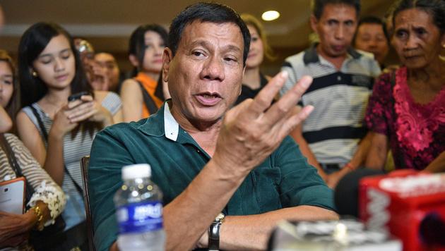 Philippinen: Duterte führt Todesstrafe wieder ein (Bild: APA/AFP/Ted Aljibe)