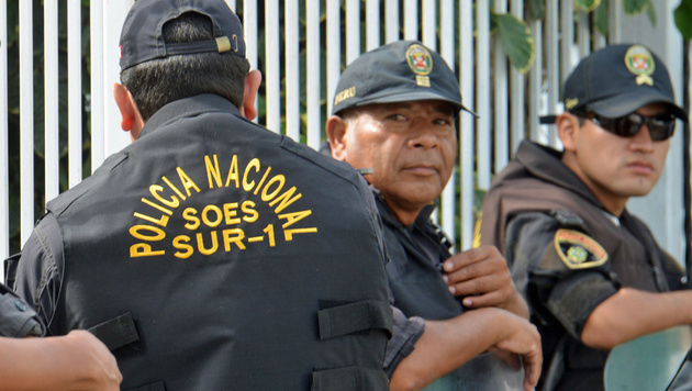 Polizeichef in Peru mit 109 Kilo Kokain erwischt (Bild: APA/AFP/Cris Bouroncle (Symbolbild))