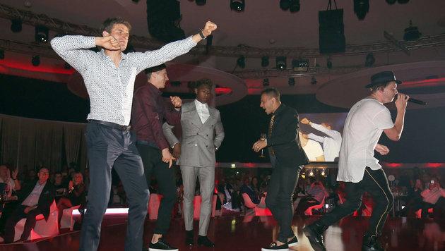 """Die Spieler tanzten danach im """"Postpalast"""" ordentlich ab. (Bild: APA/Lars Baron)"""
