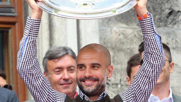 Trainer Pep Guardiola lächelte zum Abschied noch einmal. (Bild: APA/dpa/Karl-Josef Hildenbrand)