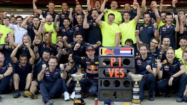Bei Red Bull war die Freude riesengroß. (Bild: APA/AFP/JOSEP LAGO)