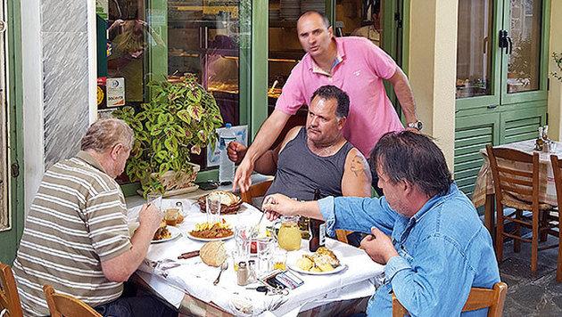 In den Tavernen wird jeder Tourist sogleich als Freund begrüßt. (Bild: Jörg Redl/Raiffeisen Reisen)