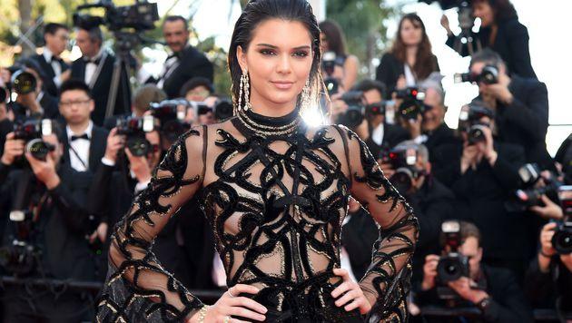 Kendall Jenner sorgte mit ihren Nacktkleid in Cannes für Aufsehen. (Bild: AFP)