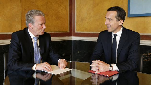 Reinhold Mitterlehner und Christian Kern bei einem Treffen in Wien (Bild: APA/BKA/ANDY WENZEL)
